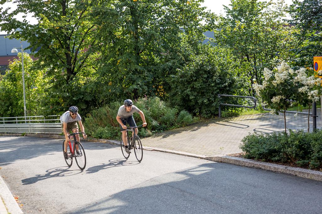 Pyöräilijät Fenixinrinteellä
